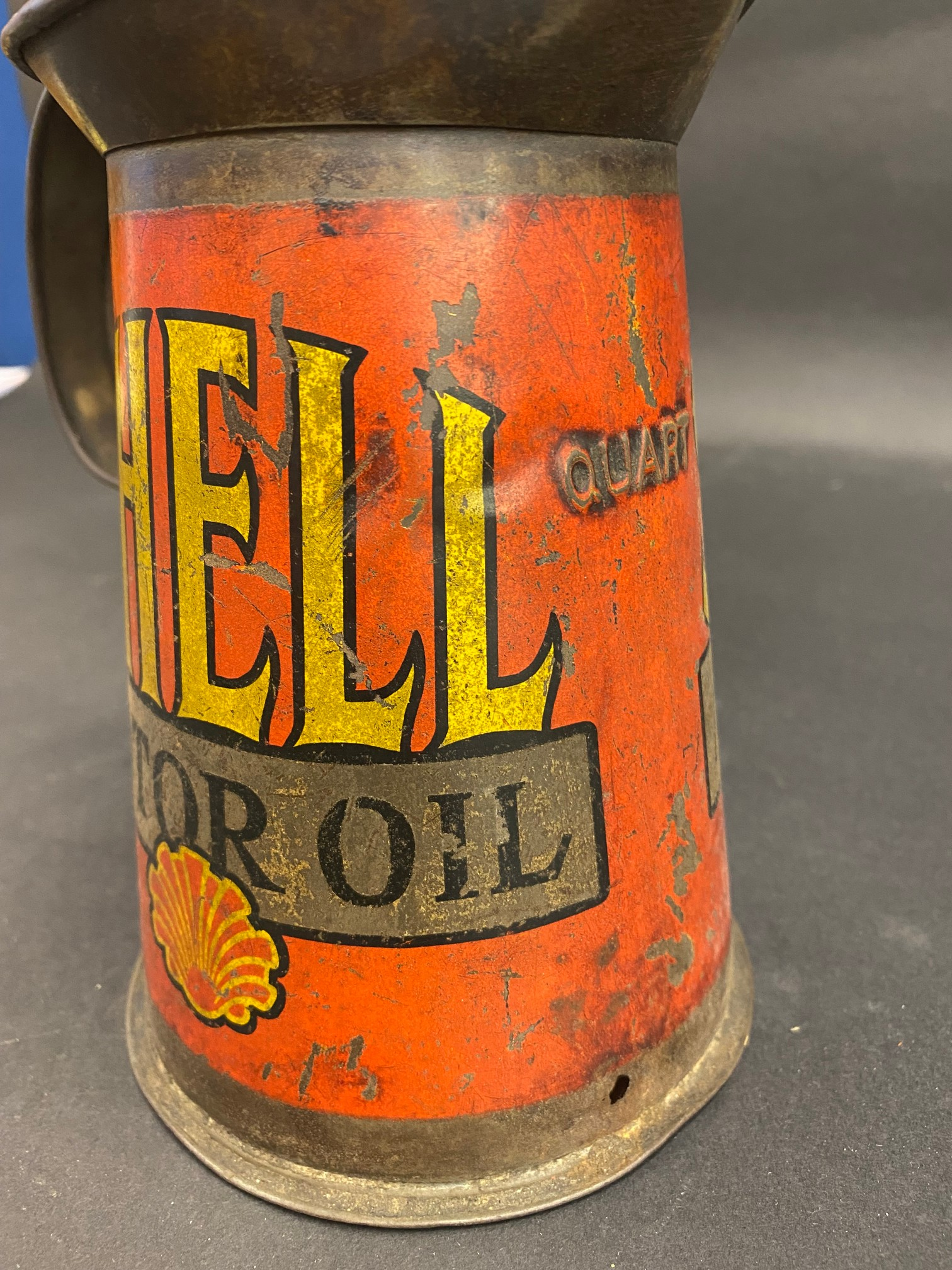 A Shell Motor Oil quart measure, early wide neck version, dated 1929. - Image 3 of 5
