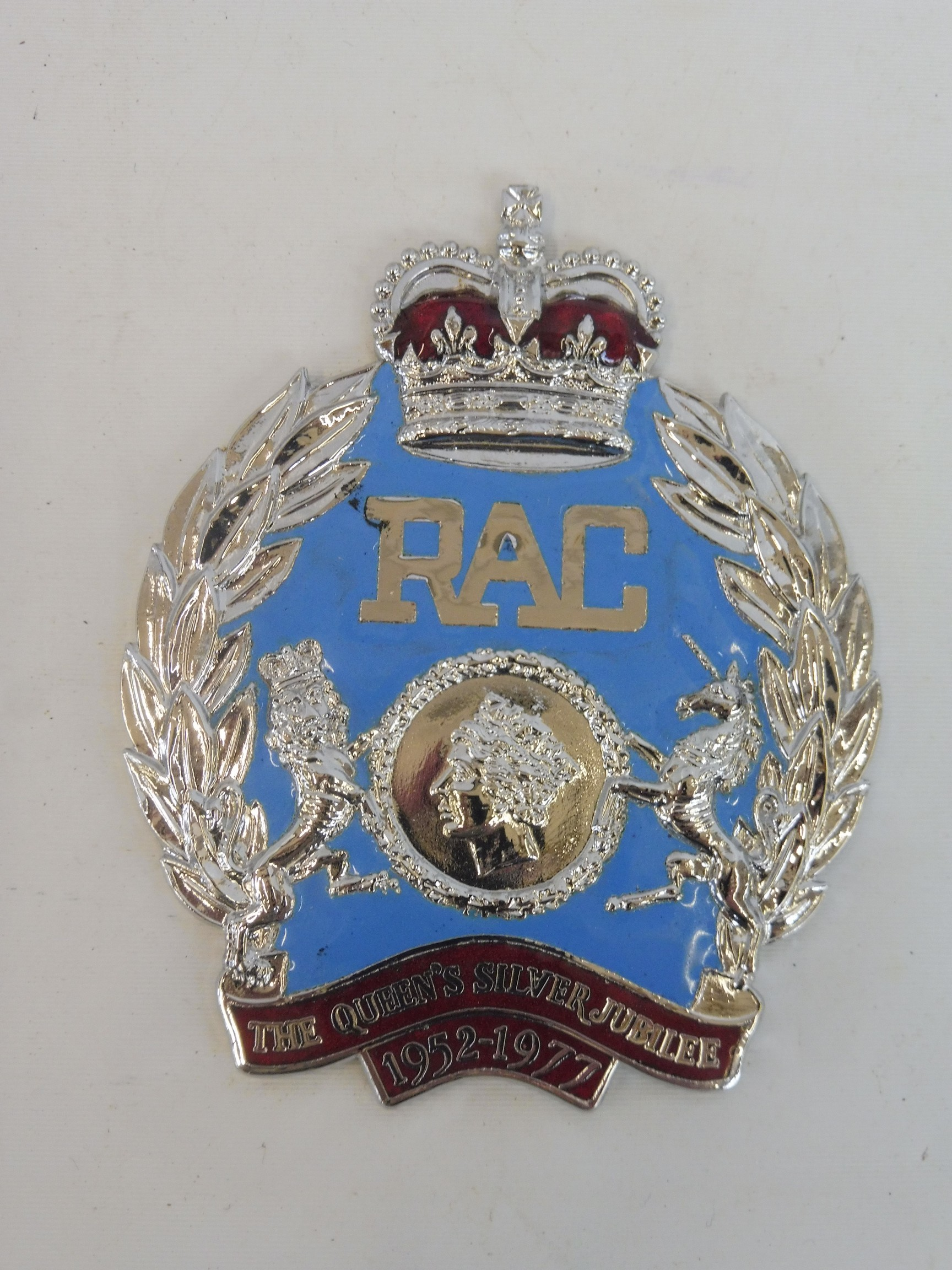 A cased RAC Queen's Silver Jubilee badge, only produced in 1977, no. 537/1,000, with certificate, - Image 3 of 4
