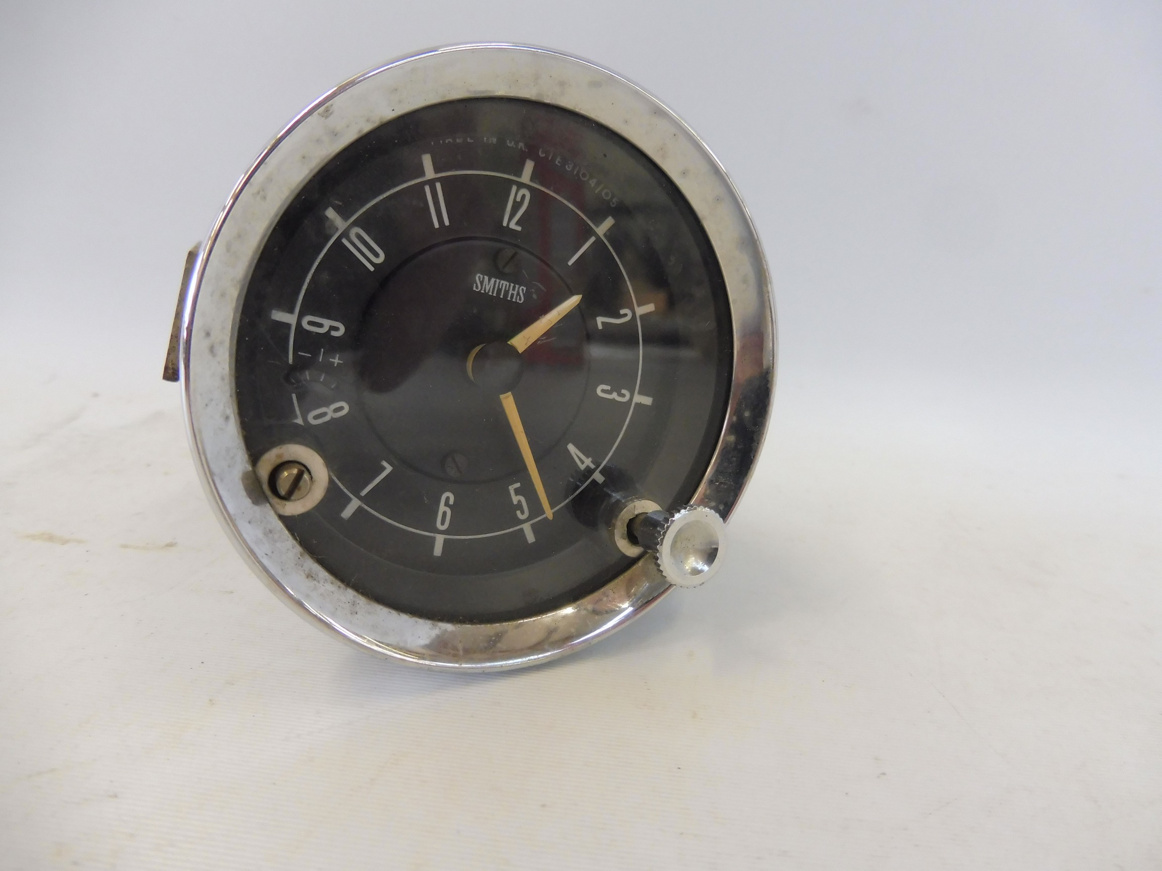 An autojumblers lot of items to include a Smiths car clock, a limousine interior light etc. - Image 4 of 4