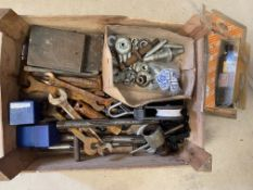 A tray of mainly vintage car tools.