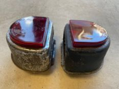 Two 'D' shaped rear lamps.