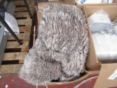 Heated throw - Grey - Unchecked.