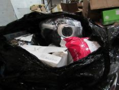 | 1X | PALLET OF APPROX 40-50 RAW CUSTOMER RETURNS WHICH APPEARS TO BE MAINLY MADE UP OF , XHOSES,