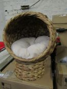| 1x | PAWHUT CATS WOVEN BANANA LEAF ELEVATED BASKET BED W/ CUSHION BROWN | GOOD CONDITION & BOXED |