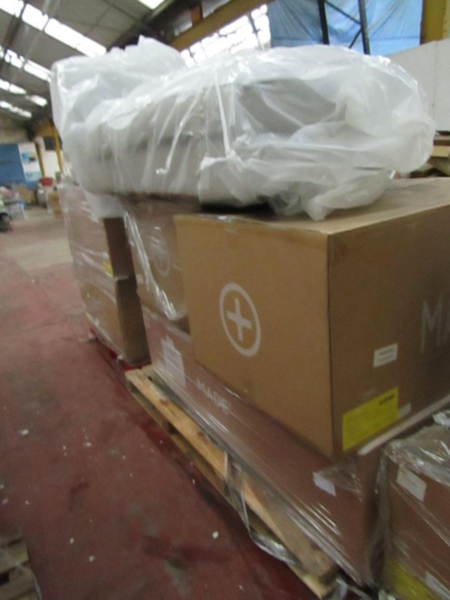   16x   PALLETS OF MADE.COM UNMANIFESTED SOFA PARTS, THESE ARE FROM VARIOUS SOFAS AND DONT APPEAR TO - Image 15 of 34