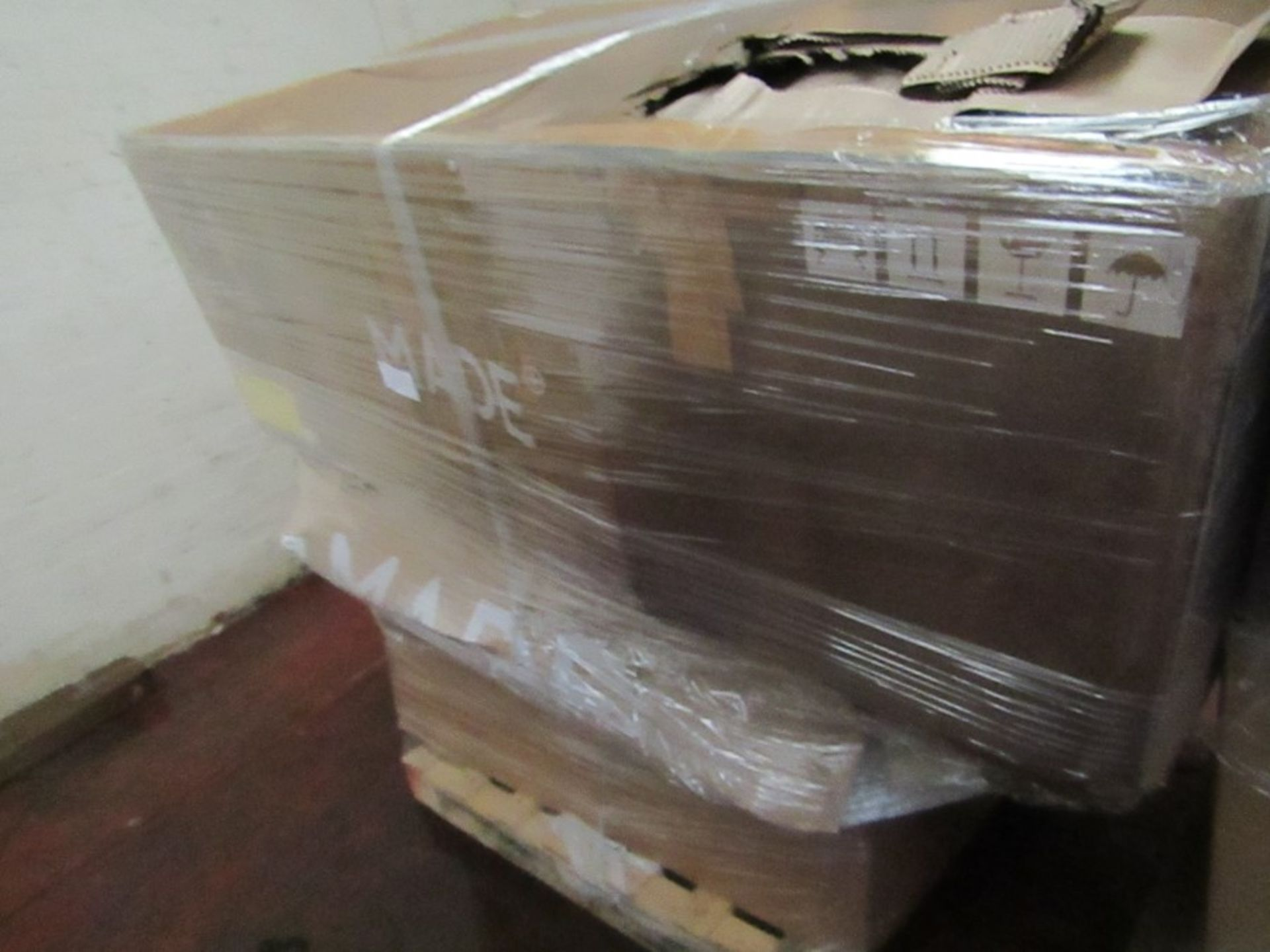   16x   PALLETS OF MADE.COM UNMANIFESTED SOFA PARTS, THESE ARE FROM VARIOUS SOFAS AND DONT APPEAR TO - Image 11 of 34