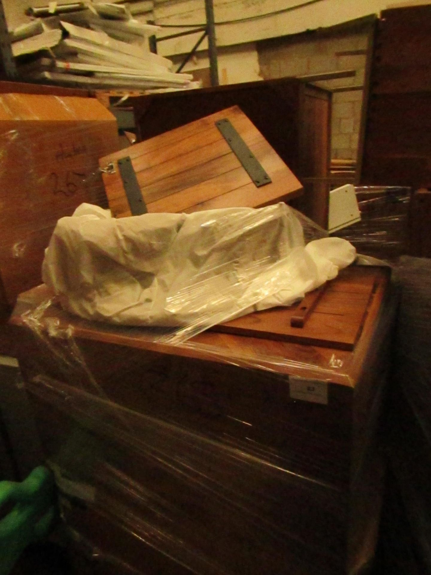   1X   PALLET OF SWOON B.E.R FURNITURE, UNMANIFESTED, WE HAVE NO IDEA WHAT IS ON THIS PALLET OR