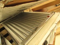 Loco straight towel rail 800 x 600, ex-display. Please note, this lot may contain marks, missing