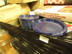 Pallet of approx 8000 Blue Plastic oval Plates, all unchecked.