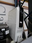 DeLonghi Dragin S oil filled electric radiator, no power and missing a castor.
