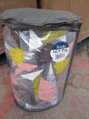 1 X Pallet Containing 32 Patterned Quilts, Single 10.5 tog New & Packaged