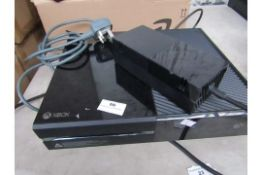 Xbox 1 with all power cables and controller tested working and boxed but damage to box