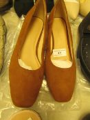 1 x JD Williams Tan Block Heel Shoes size 4 new see image for style