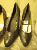 1 x JD Williams Ultimate Comfort Grey SnakePointed Court Shoes size 4 new see image for style