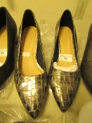 1 x JD Williams Pewter Pointed Court Shoes size 4 new see image for style