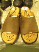 1 x JD Williams Heavenly Feet Mule Brown Sandals size 4 new see image for style