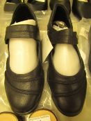 1 x JD Williams Cushion Walk Black Leather Shoes size 4 new see image for style