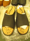 1 x JD Williams Heavenly Feet Black Mule Sandals size 4 new see image for style