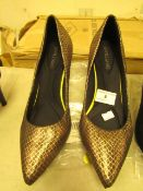 1 x JD Williams Antique Gold Court Shoes size 4 new see image for style