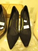 1 x JD Williams Comfort Black Pointed Toe Court Shoes size 4 new see image for style