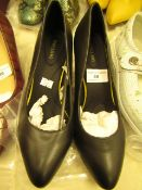1 x JD Williams Full Comfort Black Court Shoes size 4 new see image for style