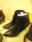 1 x JD Williams Ankle Black PU Pointed Toe Boots size 4 new see image for style