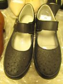 1 x JD Williams Black Punch Detail Leather Shoes size 4 new see image for style