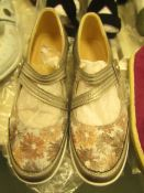 1 x JD Williams Heavenly Soles Pewter Leather Shoes size 4 new see image for style