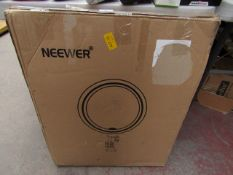 Neewar Ring Light Powers on & Boxed