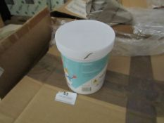 Box Containing Approx 15+ Instant Snow - Just Add Water! (One Tub Makes Approx 3.6 Litres of Snow) -