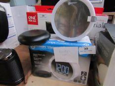 Geemarc Wake 'n'Shake star alarm clock with shaker powers on & boxed