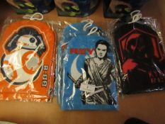 12x Various Star Wars wash mitts, new and packaged.