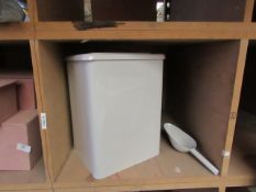 | 1X | COX AND COX PET FOOD STORAGE TIN WITH SCOOP | LOOKS UNUSED (NO GUARANTEE) BUT SCOOP HAS A