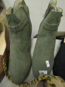 JD Williams Ladies Suede Style Boot Green Size 7 Look Unworn