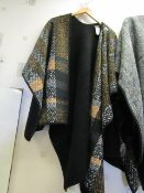 Ellen Reyes Ladies Poncho Style Top One Size 100 % Polyester New