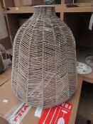   1X   COX & COX CHEVRON RATTAN LAMP SHADE   LOOKS IN GOOD CONDITION   RRP CIRCA £79  