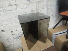 1 x Made.com Oki Glass Side table RRP £149 SKU MAD-TBLOKI001ZGL-UK TOTAL RRP £149 This lot is a