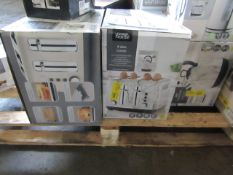 2x 4 slice toasters, varying designs - Unchecked Raw Return - RRP £20 - Total lot RRP £40 - Load Ref