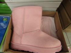 1 x Girls pink Plush Lined Boots size 35 new & boxed