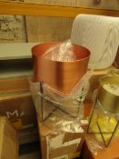 1 x Made.com Salix Large Planter Copper RRP £35 SKU MAD-IACSAL014COP-UK TOTAL RRP £35 This lot is