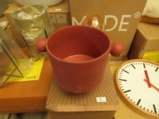 1 x Made.com OYOY Plant Pot Large Sienna RRP £69 SKU MAD-DACOYO002RED-UK TOTAL RRP £69 This lot is a
