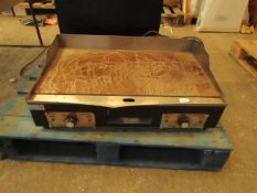 Tan SK Electric 2 zone griddle, requires a new plug and a good clean but we have tested it with a