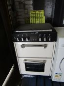 Unbranded gas cooker with lid, unchecked due to needing to be installed