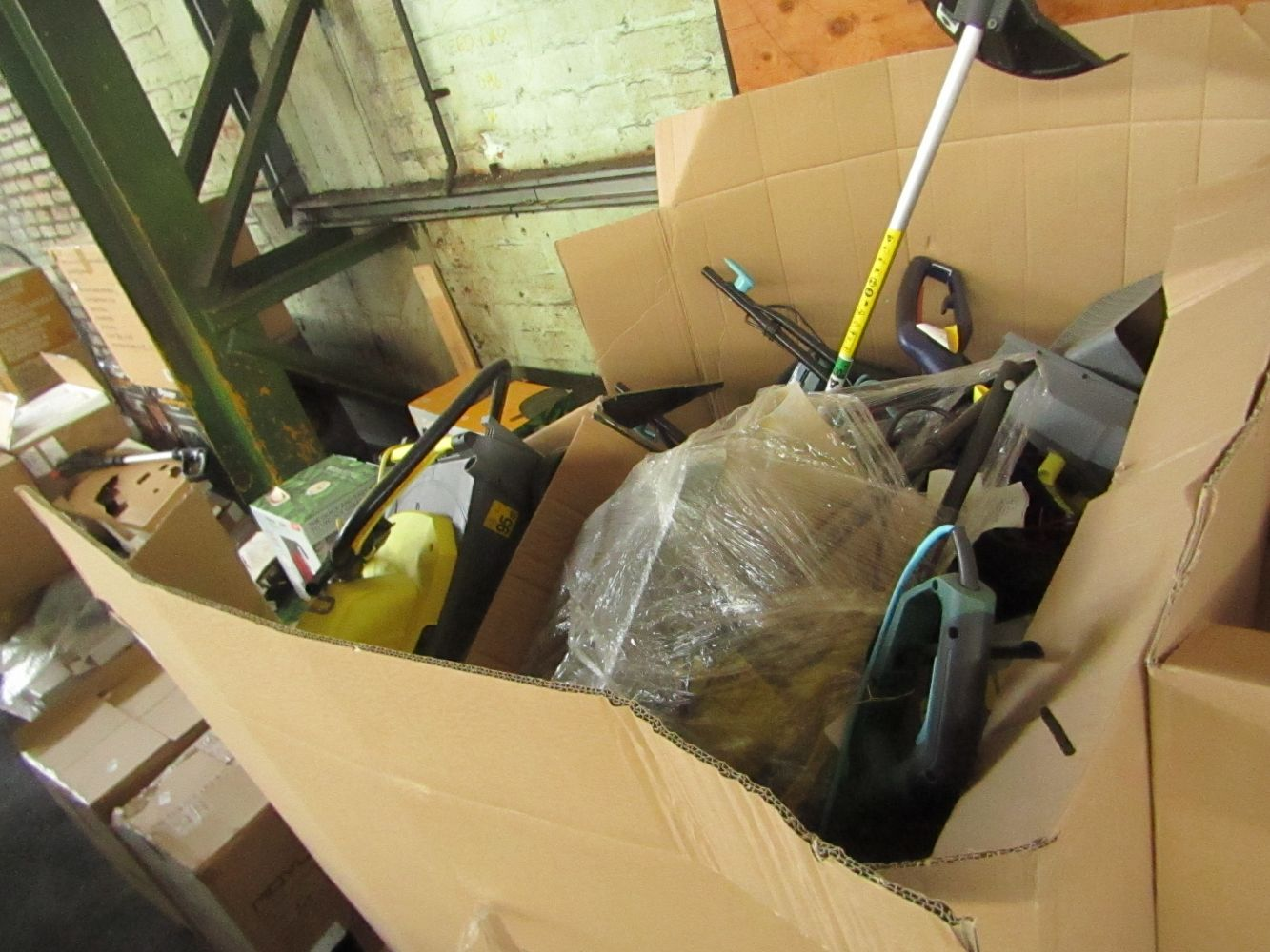 Huge Pallet auction of Customer return and BER Electricals and Air Beds