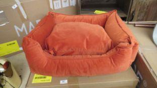   1X   MADE.COM MEDIUM KYSLER PET BED BURNT ORANGE VELVET   UNCHECKED & BOXED   RRP £49  