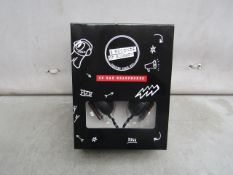 5x 5 econds of summer head phones, new and packaged.