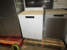 Hisense HS661C60xUK Freestanding Dishwasher, powers on and looks fairly clean inside, RRP £399