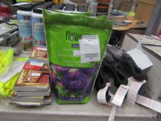 2x 750g Packs of Flowerite Universal Slow Release Plant Food - New & Packaged