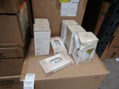 3x BeOn Home items being 2 Smart aop controlled Light Bulbs and a Blue tooth remote control