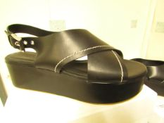 L K Bennett London Sima Black Veg Leather Shoes size 40 RRP £250 new & boxed see image for design